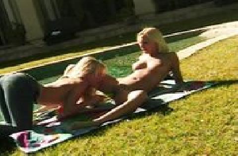 Jana Cova licking lesbian pussy outdor Lesben Sex